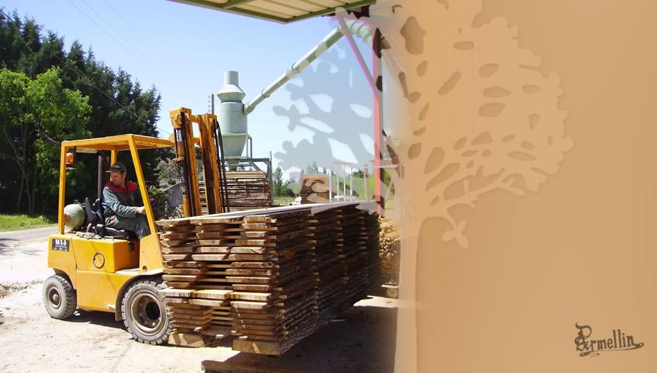 manutention des planches de bois