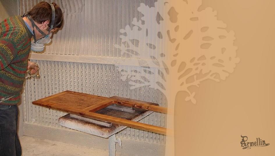 L'atelier de finition - Application de vernis de finition