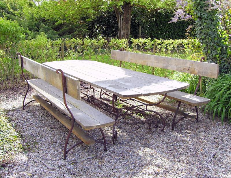 Table et bancs extérieur