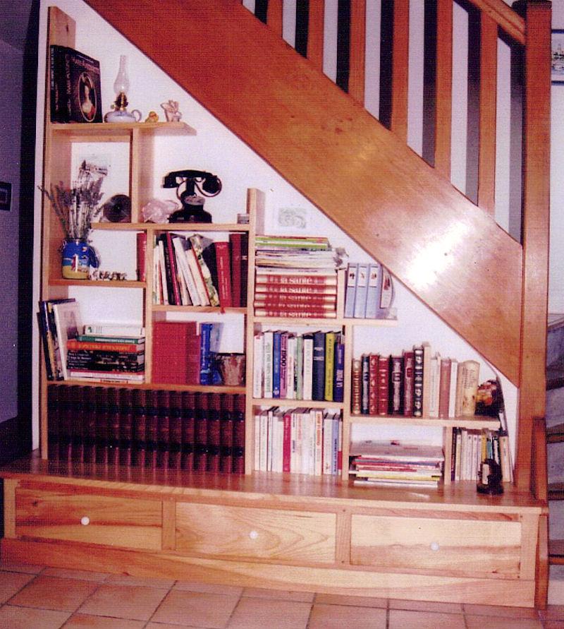 am nagement sous escalier fabrication meuble en bois. Black Bedroom Furniture Sets. Home Design Ideas