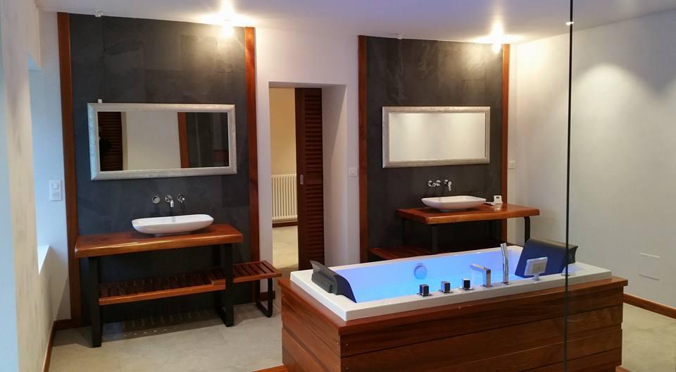 Salle de bains exotique - Fabrication meuble en bois - Gironde (33 ...