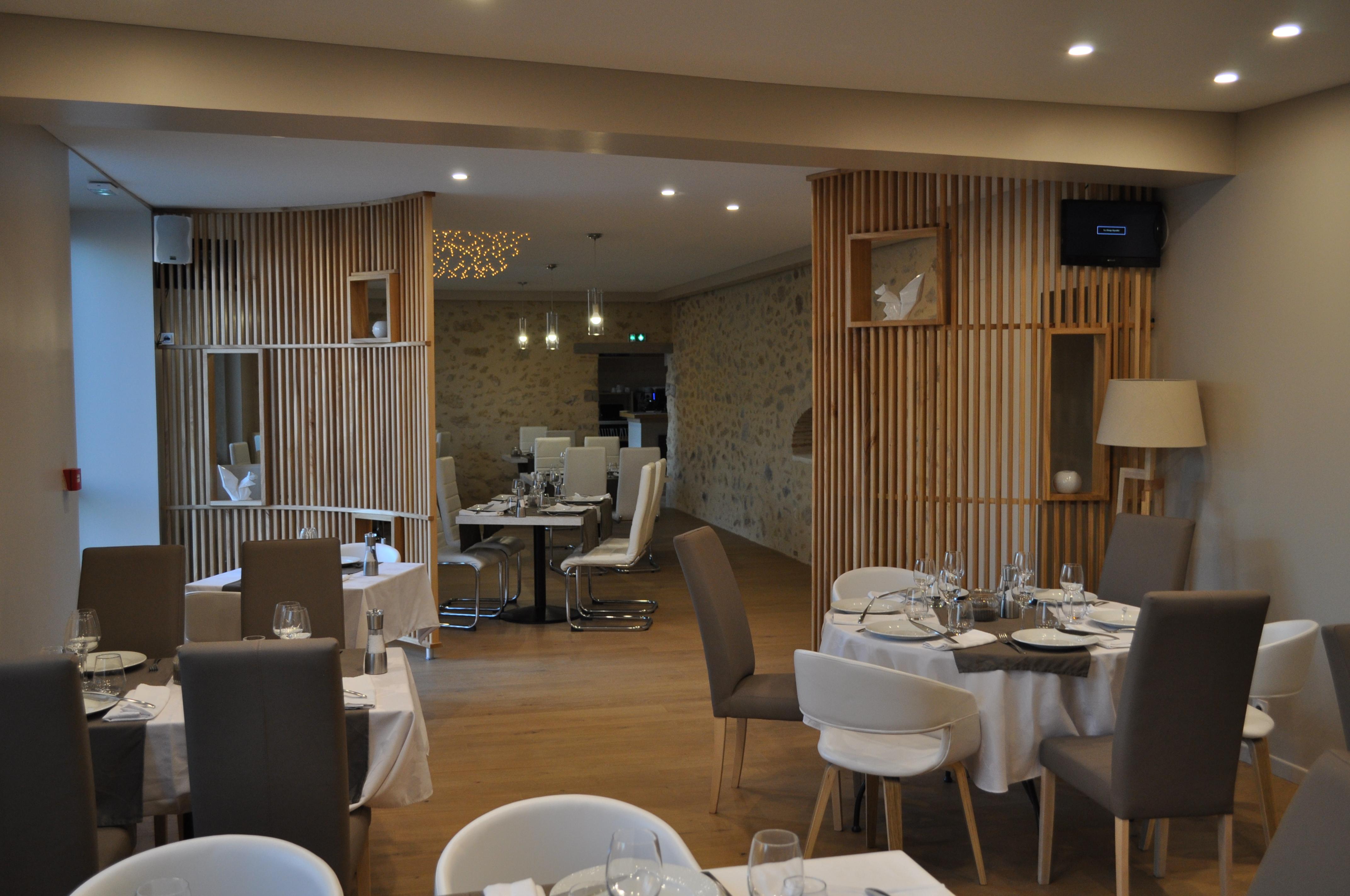 Aménagement d\'une salle de Restaurant - Fabrication meuble en bois ...